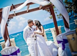 How To Shop For The Best Beach Wedding Packages